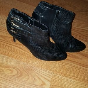 Ann Taylor Size 9M Faux Snakeskin BOOTS w/ heels